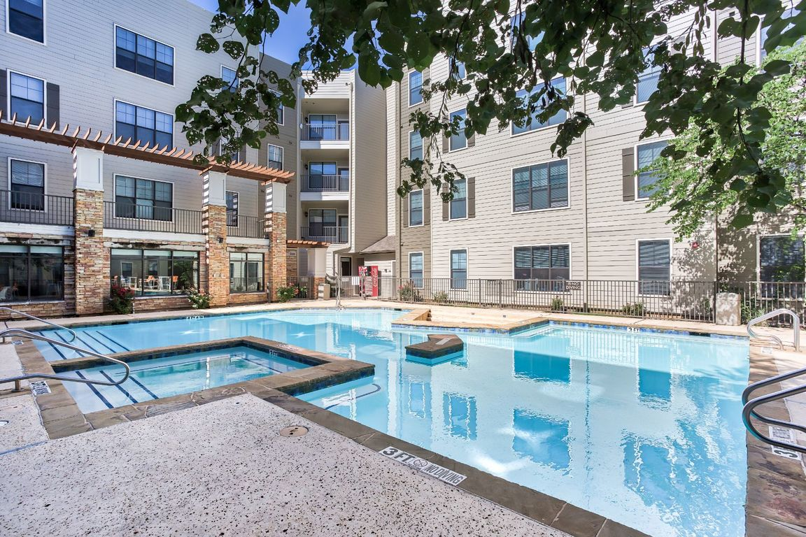 Apartments Near UTA | Maverick Place | Student Apartments